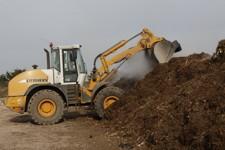 Les déchets verts de déchèterie sont broyés et compostés